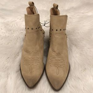 NWT Universal Threads Cowboy Booties